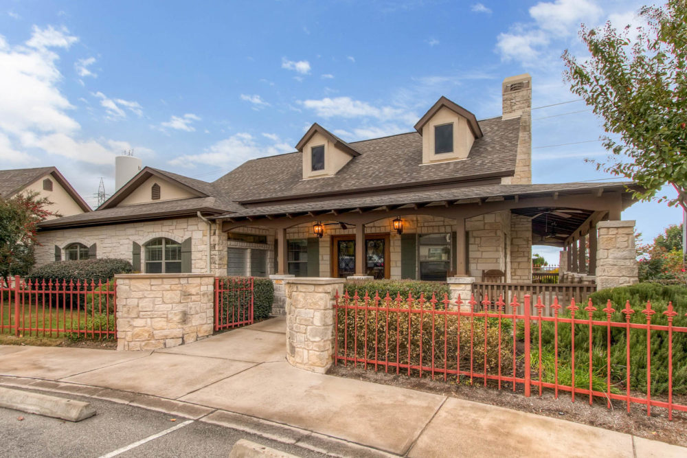 92 Gateway N Dr Marble Falls-large-020-30-Exterior Community Center-1500×1000-72dpi