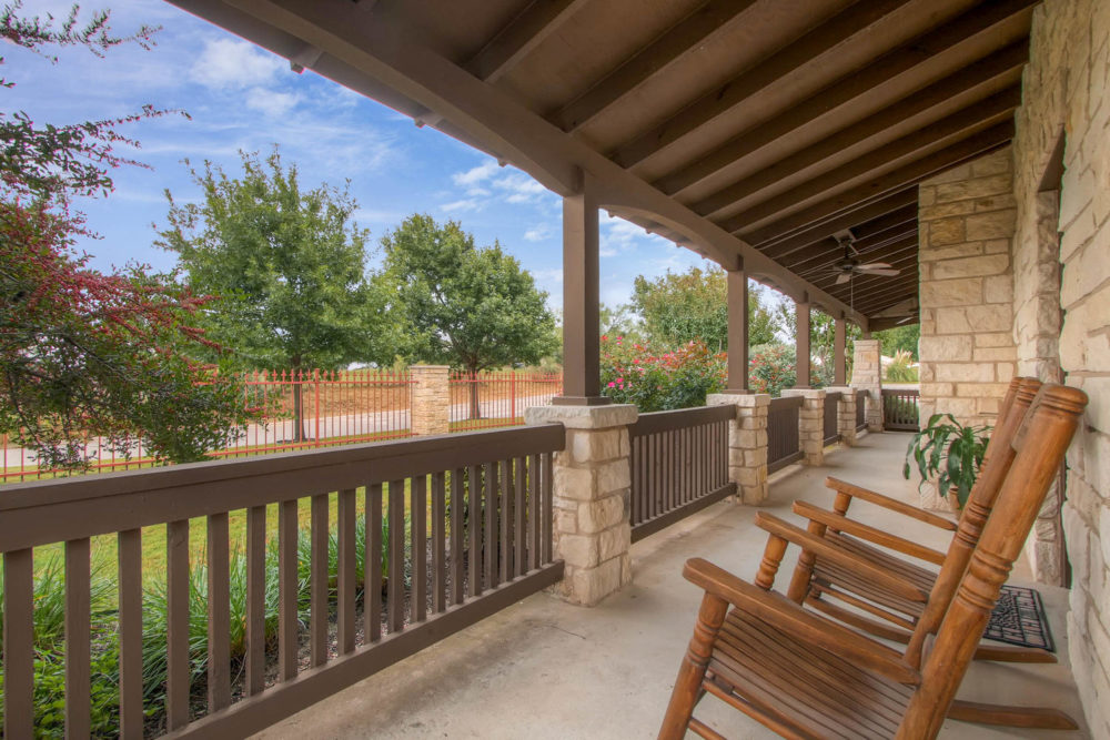 92 Gateway N Dr Marble Falls-large-023-23-Exterior Community Patio-1500×1000-72dpi